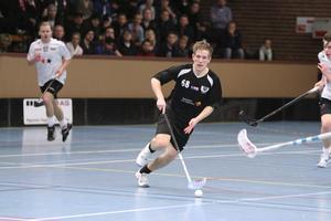 Gjorde 70 poäng förra säsongen. Alexander Jaska producerade 30 mål och 40 assist under fjolårssäsongen med Köpings IBF. Nu har han ritat på för IBK Köping över nästa säsong.