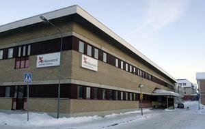 Sveriges största hälsocentral finns i Hudiksvall. Nu kan det fria vårdvalet göra kostymen för stor.