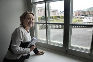 Maffig utsikt mot strömmen och riksdagshuset.  Det finns 600 rum med fönster i slottet.