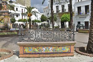 Det lilla torget Plaza Espana i Vejer har inte mindre än tre utmärkta krogar att pröva.   Foto: Anders Pihl