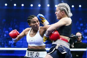 Norges Cecilia Braekhus och Sveriges Klara Svensson i sin titelmatch under 'The Nordic Rumble' i Oslo Spektrum.