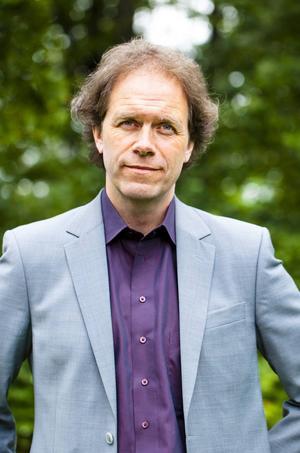 Pär Holmgren, naturskadespecialist hos Länsförsäkringar föreläser om hur klimatförändringarna påverkar vårt län.
