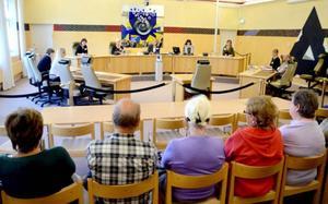 Domare Jeanette Lindberg spelade tillsammans med kollegor på tingsrätten upp en påhittad misshandelsrättegång inför intresserade åhörare när Östersunds tingsrätt hade öppen domstol.