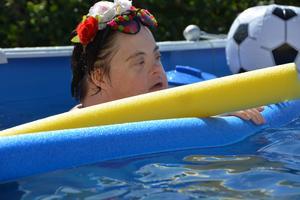 Gun Zetterlund är en av Dannes kompisar som var med på poolpartyt