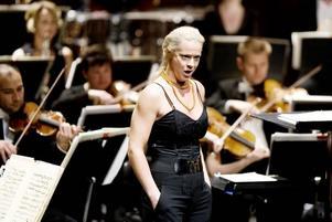 ETTA PÅ SVENSKTOPPEN. Malena Ernman fortsätter att skörda framgångar. På söndagen gick hon som utmanare rakt in på förstaplatsen på Svensktoppen.