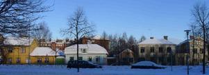 Springer. De fem gårdarna i kvarteret Springer är det enda som återstår av den gamla fiskarstadsdelen. Lindahl & Runers mekanska verkstad låg 100 m österut.