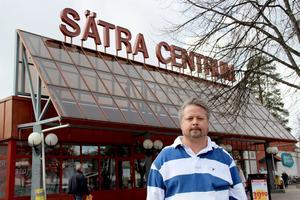 Ica-handlaren Fredrik Rydberg är bekymrad över oroligheterna i Sätra.