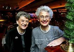 Foto:GUN WIGH Trogna sekreterare. Gudrun Egnell och Karin Näsvall har tillsammans 68 år som vd-sekreterare på Sandvik. I går avtackades de tillsammans med 95 andra trotjänare.