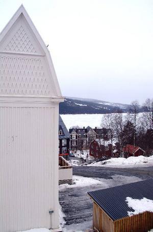 Sporthotellet 2 kommer att bli del av den förtätning av gatubilden längs Årevägen som kommunen tidigare talat om men som många nu protesterar emot.  Exempelvis försvinner delar av den här utsikten från Mitt-i-Åre III-huset.