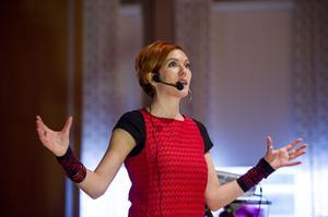 Malin Aghed är koordinator inom stiftelsen El Sistema. I går var hon i Örnsköldsvik och berättade om dess verksamhet.