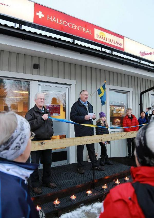 Vi har semestrat i 24 år här i området och då bott i Björnrike. Det är perfekt med en mottagning här i Vemdalen, sa Ann-Marie och Bengt-Rune Alvarsson till Annika Cederlund, enhetschef på Fjällhälsan.