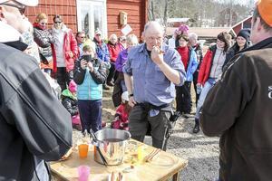Jens Thomasson från Ytterberg tog hem korvmästarätartiteln.