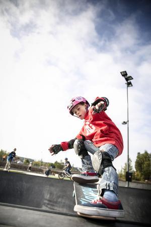 Mille från Härnösand har åkt skateboard sedan han var tre år och har inspirerats av sin kusin som skejtar väldigt mycket.