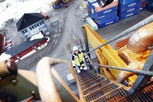Jessica Gäfvert har 30 meter upp till sin arbetsplats – och följaktligen också 30 meter ner.