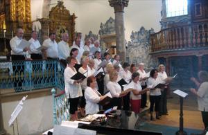 Sollerökören och St. Columbia Family Singers drog fullt hus i Misericordia Church i portugisiska Tavira i tisdags.