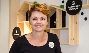 Annsofi Söderholm är en av hjärnorna bakom Ikeas nya avdelning för vardagsrum. Heminredarservicen som hon står för ska guida kunderna i att hitta den röda tråden i sin stil.