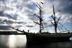 Det är inte tillräckligt lönsamt att segla med betalande passagerare. Föreningen Briggen Gerda behöver därför hitta nya inkomstkällor.