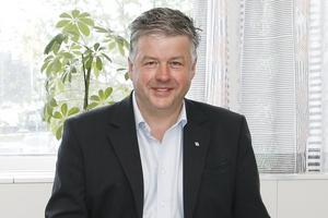 Kjell Jansson (M) –Ja. Kommer faktorer som pris kunna stå tillbaka för faktorer som kvalitet och närodlat?– Ja, det får vi ta ställning till vid nästa upphandling.Kommer kommunen att ställa krav på att anbudsinlämnarna följer de riktlinjer som de svenska producenterna har att följa? – Ja.