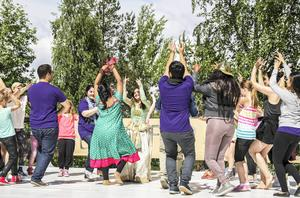 Sanaya Singh bjöd de som ville i publiken att komma upp och dansa med henne på scenen.