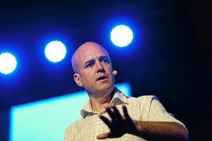 Fredrik Reinfeldt, M:Hans starka kort är att han har viss statsmannautstrålning och verkar rutinerad och trovärdig.