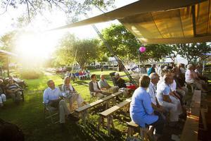 Humla kulturförening brukar samla folk i alla åldrar och får 50000 kronor i kommunalt stöd för sommarens visfester.