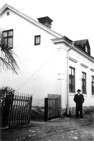 Norrmalm. Året är 1945 och Sixten Hamberg har just köpt fastigheten på Fredsgatan 6 för 25 000 kronor.