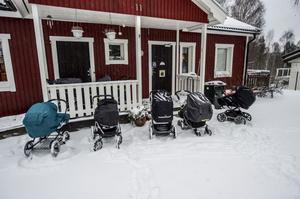 I flera år har föräldrar och personal vid Brösta förskola oroat sig över den säkerhetsrisk det innebär för barn att sova utomhus utan skydd för blåst och regn. Men ingenting händer, och snart kommer det sju nya barn till förskolan.