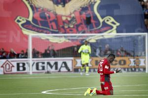 Sam Mensiro tackar högre makter för triumfen efter att ÖFK slagit Göteborg med 2-0. Nu fick spelaren från Ghana göra allsvensk debut för sitt ÖFK och han spelade bra.