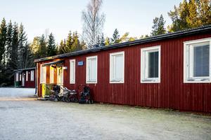 Familjen Sadiq bor i en av de gamla militärbarackerna intill vägen ut mot Skeppshamn.