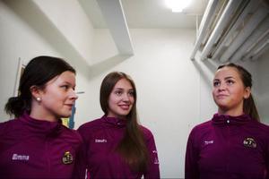 Emma Sjödin, Sandra Ljungberg och Tova Sandberg går alla tre första året på Wargentinsskolan i Östersund, i olika klasser. Men gemensamt för de alla är att de nu kan elitsatsa på curling under skoltid i och med att Jämtlands gymnasium nu har tjuvstartat sin curlingutbildning.