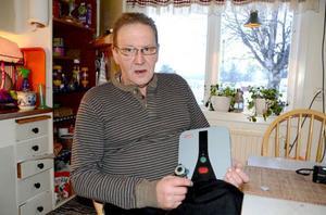 Lars Stenberg i Gäddede har väntat länge på att få ett fungerande digitalt trygghetslarm.
