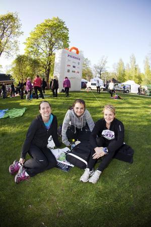 Karin Florin, Fredrika Sundblom och Katia Iggström tyckte det var mysigt i Regementsparken i går.– Det är kul, en social grej och ett bra sätt att komma igång inför sommaren, säger Karin.