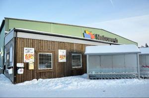 Butiken är mycket populär bland norrmän som fraktas hit i butikens egna gratisbussar. Enligt butiksledningen fortsätter folk att handla som vanligt men när LT besökte på fredagen var det tomt, och i norska media debatteras det friskt om kvalitén på butikens varor.Foto: Elisabet Rydell-Janson