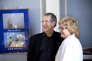 Roland Andersson tillsammans med landstingsrådet Ewa Söderberg på firandet av 20 rökfria år.