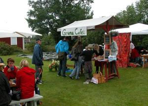 Trivsamt. Vid Gröna caféet kunde besökarna ta en fikapaus under marknaden. Foto:Lovisa Svenn