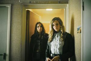 """Gubbväldets offer. Josefin Asplund och Sofia Karemyr spelar de vilsna tonårstjejerna Sonja och Iris.  När """"Call girl"""" bränner till är det i skildringen av deras öde."""
