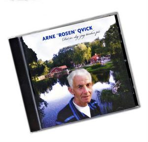 Arne Qvick vid sin kära kvarn i Växbo – så här ser Rosens femte cd-platta ut.