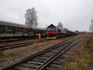 Lastade vagnar byts mot tomma på Malungs bangård. Om en vecka avgår ett nytt godståg.