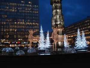 Visst är det fint med Stockholms nya bildspel på Sergels torg!