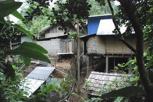 Ett vanligt bostadsområde i Pac Beng, Laos.