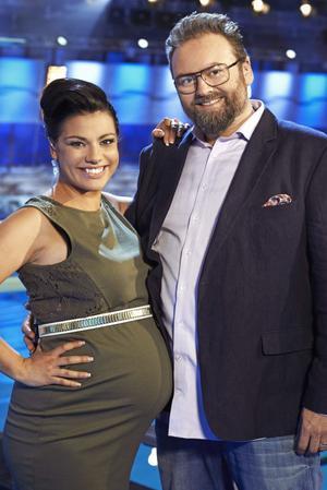 Programledarduon Carin da Silva och Adam Alsing.Foto: TV3/Johnny Wohlin
