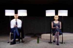 Scener ur en uppdaterad föreställning. Jonas Karlsson, Livia Millhagen och  Kristina Törnqvist är i Gävle under tre dagar för att spela Ingmar Bergmans legendariska drama om                                       Johan och Marianne och deras äktenskap.
