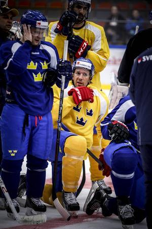 Joel Lundqvist är med sina 32 år en given ledarfigur i det Tre Kronor som i kväll möter Norge i Östersund Arena.