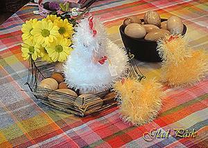 Till lyst. Bilden är tagen i Stenhuset. Sakerna finns uppdukade på bordet i husets hantverksdel.Äggen är inte för mat utan för stress. Fotograf: G Malmberg Surahammar