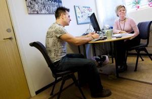 Torbjörn Lundström och Bibbi Jonasson tycker att det är skönt att kunna ha sin arbetsplats någon annanstans än hemmet, även som egen företagare.