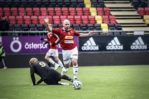 Martin Johansson i närkamp.