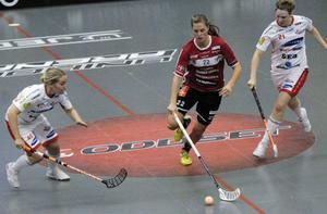 Amanda Larsson på språng. Larsson noterade en assist mot Huddinge.