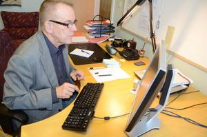 Kommunfullmäktiges ordförande Hans Karlsson (S) chattade i går med NA:s läsare angående brottsligheten i Hallsberg.BILD: BARBRO ISAKSSON
