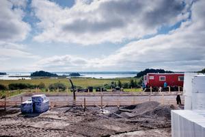 På gång. På samma plats som den gamla, ska den nya Venastugan byggas upp. I december beräknas arbetet vara klart.