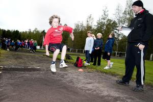 I ett samlat och koncentrerat längdhopp nådde Laban Ek från Parkskolan 2,46 meter och det var han nöjd med.